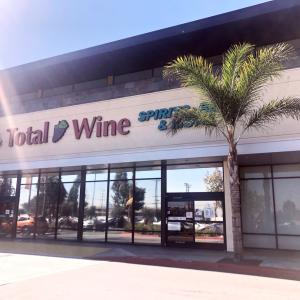 ロスで大人気のおススメお土産〜♡カワイイ缶ワイン&大型ワイン専門店♡