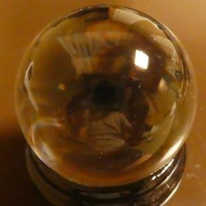先月末3泊4日の日程で宿泊した新潟県のホテルの部屋で撮影した水晶玉に写ったモノ <一日目>に写ったモノ