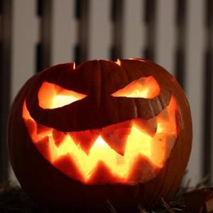 ハロウィンで仮装するのは悪霊から身を守るためだった!