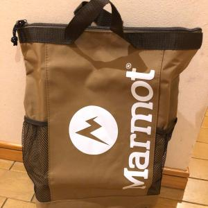 MonoMax8月号の特別付録、Marmotの背負える保冷バッグ届きました