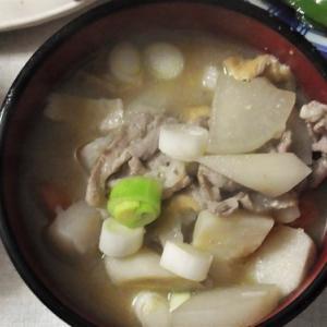 庄内風芋煮は豚に味噌味