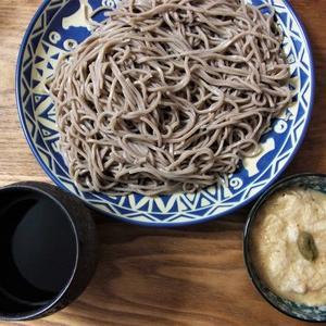 沖縄食材のとろろ蕎麦