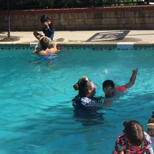 新型コロナウイルス禍の中での子供の水泳クラス見学
