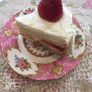 娘、孫娘に引き継がれる愛のひとさじ入りバースデーケーキ