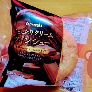 シュークリーム(チョコクリーム&ホイップ)を食べました