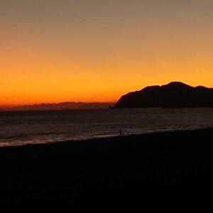 「うねり出て 釣れなくなる日を 見届ける」和歌山県 煙樹ヶ浜の鯵釣り