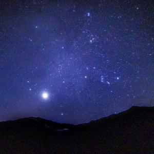 明け方に昇る冬のダイヤモンドと金星-大野市の麻那姫湖で星を見てきました-