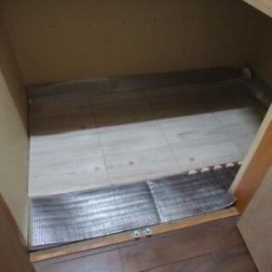 階段下収納のスノコにカビ