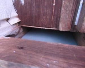 2階の出窓下にも隙間〜ネズミちゃんウォーズ