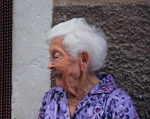 昔と違い自分の親は自分が看るのが当たり前?別居してでも看ている人が多い!