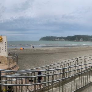 閑散とする浜