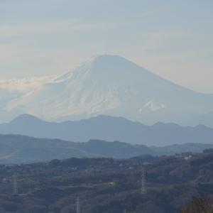 富士山が真っ白の雪化粧