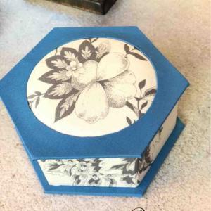 サティフィカレッスン 六角形の箱