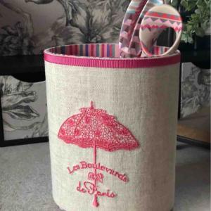 エレガントな傘のミシン刺繍のペン立て
