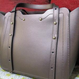 イタリア製のバッグを買う
