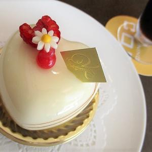 首相の言い訳が見苦しい、今話題のニューオータニでケーキを食べる