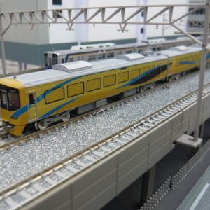 高架複々線2を行く南海電車たち この2(泉北12000系)