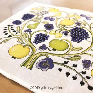 【インテリア】キッチンに、大好きなパラティッシ柄のリネンを飾ったよ(KUOVI クオヴィ オーチャードOrchard ナプキン)