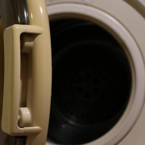 【家事のお悩み】ドラム式洗濯機でタオルや白い服が黒ずむ問題への対処法