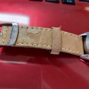 ボロボロになった腕時計