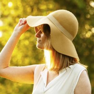 【薄毛を隠す?!】女性の薄毛をカバーする帽子はこれ!