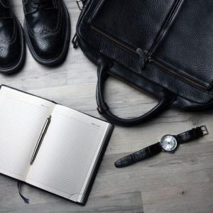 腕時計も、革靴も、長財布も