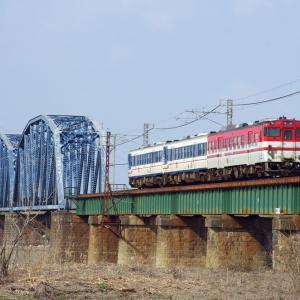 羽越本線 阿賀野川橋梁の40系