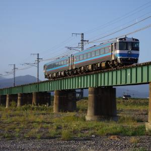 予讃線 重富川橋梁の185系