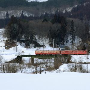 米坂線 なつかしの列車(210)小白川橋梁の国鉄色