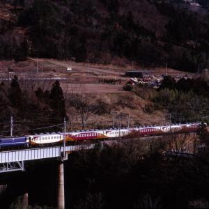 上越線 なつかしの列車(238)第2利根川橋梁のサワ座