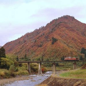 只見線 なつかしの列車(179)蒲生川橋梁の単機