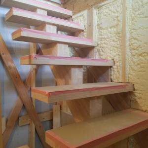 三階まで階段が