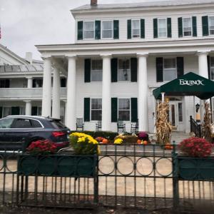 紅葉へ、ニューイングランドのホテルにいた救世主