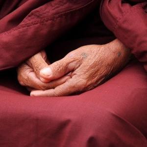 朝座して 寝るか寝ないか 紙一重 瞑想を当たり前にする生活