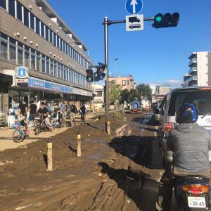 【ムサコ】バキュームカーも出動!水が引いた武蔵小杉一帯を「茶色いなにか」が埋め尽くす。地下通路は茶色い水で水没中(画像)★11