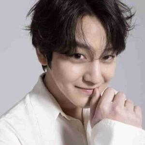GQ Korea 2020年8月 号に、キム・ボムさんのグラビア写真と記事があるようです。