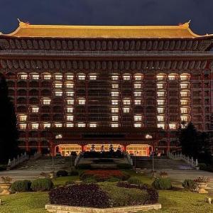 """喜びの""""ZERO""""とスマイル(〓)がホテルに点灯!"""