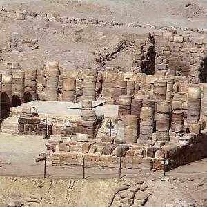 翼のあるライオンの神殿 2. (ヨルダン、ペトラ)