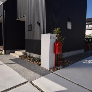 ☆シンプルデザインの外壁真っ黒ガルバの家☆