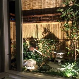お風呂から見える日本庭園♪
