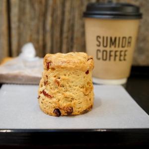 錦糸町カフェ:SUMIDA COFFEE|クランベリーとクリームチーズのスコーン