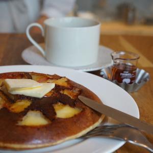 白山カフェ:ヴェロニカパンケーキ|紅玉りんごのパンケーキと、よしこさんに幸あれ!