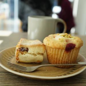 豪徳寺カフェ:uneclefユヌクレ|ラズベリーとクリームチーズのマフィン&いちじく林檎スコーン