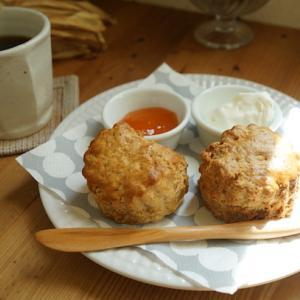 橋本カフェ:catnap(キャトナップ)|全粒粉のスコーンとブレンドコーヒー