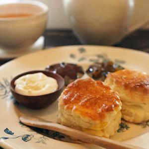 板橋カフェ:喫茶器々:古風なるスコン(キウイ・ルバーブのジャム)、かりがねほうじ茶