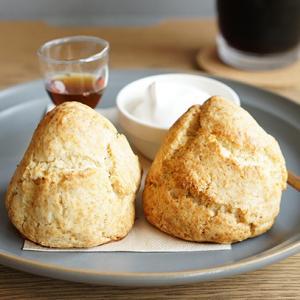 昭和町カフェ:珈琲とワイン tent 全粒粉のスコーン