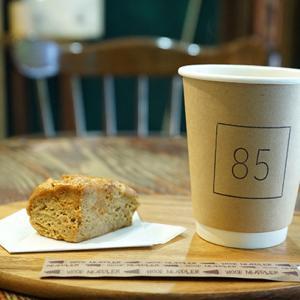 新富町カフェ:Patisserie 85(ハコ)|塩バニラスコーン、ホットコーヒー
