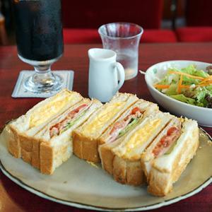 築地カフェ:Coffee Houseレンガ|ホットサンド(たまご・ハム)、アイスコーヒー