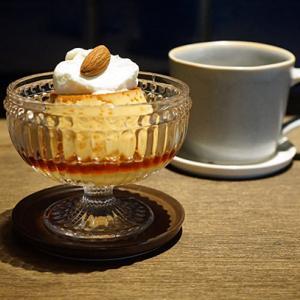 松戸カフェ:喫茶と読書ひとつぶ|プリン、チーズとニブハニーのトースト