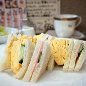 上野カフェ:カフェKatsura|ふわふわ卵のミックスサンドイッチ